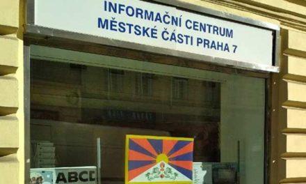 Vlajky pro Tibet v Praze 7