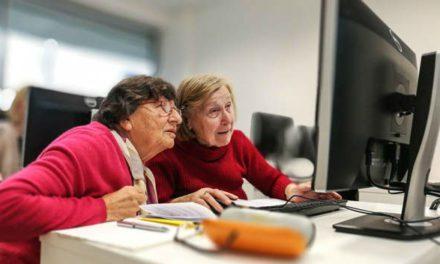 Vládní škrty likvidují sociální pomoc seniorům, nemocným i dětem